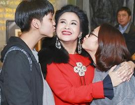 Quốc Trung và hai con mừng Thanh Lam làm bà chủ quán café