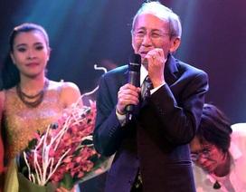 Nhạc sĩ Nguyễn Ánh 9 khóc lặng trên sân khấu Hà Nội
