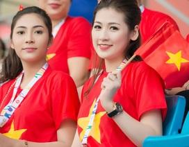 Á hậu Tú Anh, Hoa hậu Thu Thảo cổ vũ U23 Việt Nam