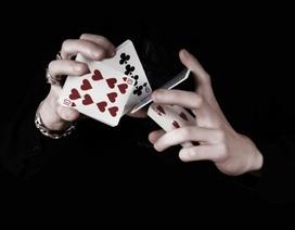"""Cầu hôn """"độc và lạ"""" như… ảo thuật gia"""