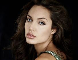 """Gặp lại một Angelina Jolie """"quỷ dữ"""" năm 25 tuổi"""