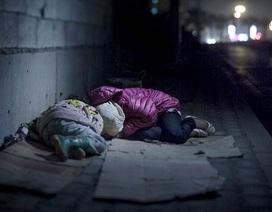 Hình ảnh về giấc ngủ nhọc nhằn của những em bé tị nạn