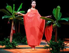 Đêm thời trang cao cấp mang âm hưởng nhiệt đới