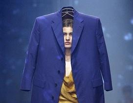 """Khi người mẫu chỉ là… """"những chiếc mắc áo"""""""