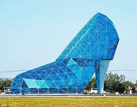Kinh ngạc trước nhà thờ hình chiếc giày thủy tinh của nàng Lọ Lem