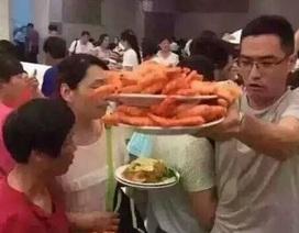 Dư luận Trung Quốc sốc với cảnh tranh đồ ăn của chính người Trung Quốc