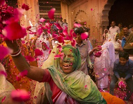 Lần đầu tiên các góa phụ Ấn Độ được tham dự lễ hội