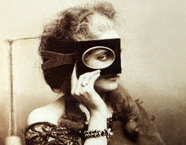 """Dung mạo nữ bá tước mê chụp ảnh """"tự sướng"""" từ… thế kỷ 19"""
