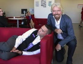 Khoảnh khắc hài hước khi ông chủ tỉ phú bắt gặp nhân viên đang… ngủ