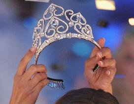 Vừa trao vương miện Hoa hậu, người của ban tổ chức đã bị sát hại