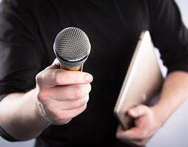 Phóng viên truyền hình bị chỉ trích vì phóng vấn người đang gặp nạn
