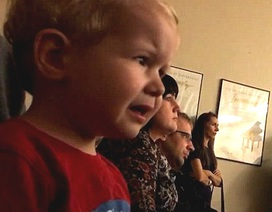 """Mềm lòng trước cậu bé nức nở khi lần đầu nghe bản Sonata """"Ánh trăng"""""""