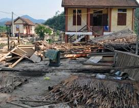 Mưa, lốc xoáy tiếp tục tàn phá xứ Nghệ