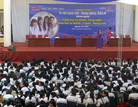 Vinh: Tư vấn tuyển sinh cho học sinh lớp 12 trước kỳ thi ĐH, CĐ