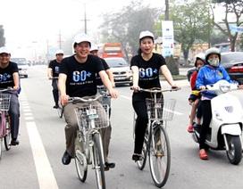 Lãnh đạo tỉnh đạp xe với hơn 1.000 bạn trẻ hưởng ứng Giờ Trái đất