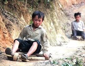 """Những màn """"đua xe"""" trên lưng chừng núi của trẻ em H'Mông"""