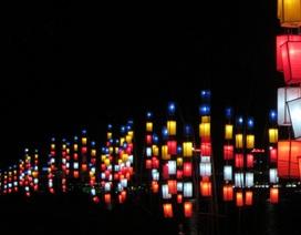 Sông Hương lung linh sắc màu đón chào Đại lễ Phật đản