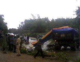 Nam sinh viên chết thảm dưới bánh xe tải
