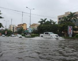 """Thêm các thành phố chìm trong """"biển nước"""" vì đợt mưa lũ"""