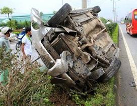 Hà Nội: Taxi gặp nạn nghiêm trọng, 3 người nhập viện nguy kịch