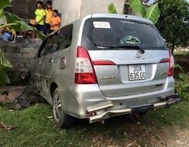 Hà Nội: Ô tô gây tai nạn xuyên qua 2 huyện, 8 người bị thương