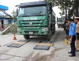 """Hà Nội: Xử phạt hàng loạt xe quá tải trên """"đường nhỏ cõng xe lớn"""""""