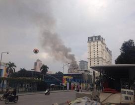 Hà Nội: Khách sạn Đông Đô bất ngờ bốc cháy
