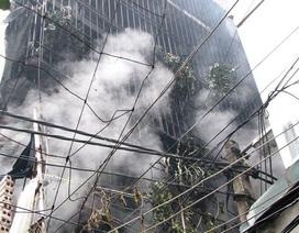 Hà Nội: Nhà 3 tầng bốc cháy, dân xách từng xô nước hỗ trợ dập lửa