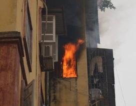 Hà Nội: Căn hộ vắng chủ bốc cháy dữ dội