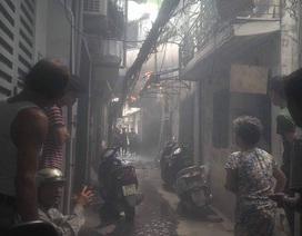 Hà Nội: Người đàn ông lao ra từ đám cháy với nhiều vết thương