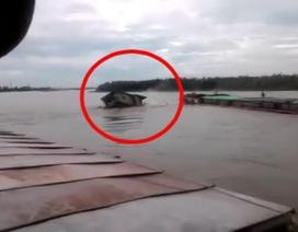 Khoảnh khắc 2 tàu va chạm khiến cả gia đình 4 người thiệt mạng
