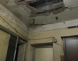 Hà Nội: Hoảng hồn vì mảng vữa lớn rơi xuống nền nhà
