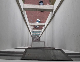 Hà Nội: Rơi từ tầng 11 nhà chung cư, bé trai 8 tuổi tử vong
