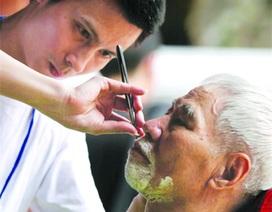 """Hơn 30 """"cây kéo vàng"""" cắt tóc miễn phí tại Hà Nội"""