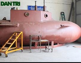 """""""Đột nhập"""" tàu ngầm mini do doanh nhân Việt Nam sản xuất"""