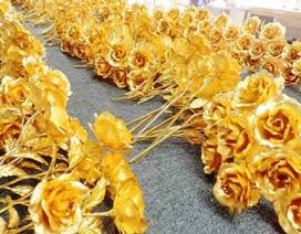 """Hoa hồng 7 màu, hoa dát vàng 24k """"cháy hàng"""" dịp Valentine"""