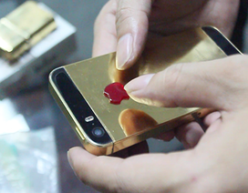 """Sự thực về trào lưu """"độ"""" vàng ròng nguyên khối cho điện thoại"""