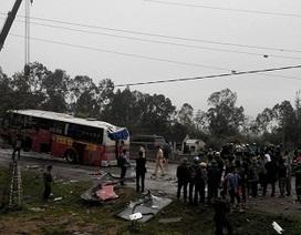Xe khách đâm vào dải phân cách, 2 người bị thương nặng