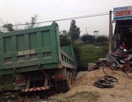 3 lần tông thẳng vào CSGT, tài xế xe tải gây cuộc tháo chạy kinh hoàng