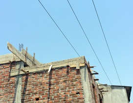 Gia chủ làm nhà trong hành lang lưới điện, thợ xây bị điện giật chết