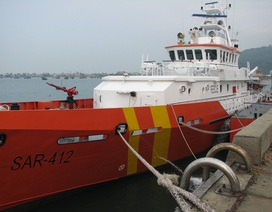 Điều tàu đi cứu ngư dân bị ngã gãy xương cột sống