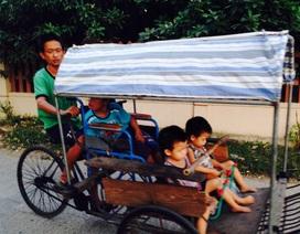 Nghị lực phi thường của người cha để cứu 3 đứa con tật nguyền