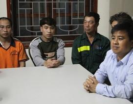 Cứu sống 5 người bị lật thuyền trên biển