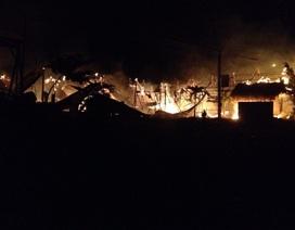 Hỏa hoạn thiêu rụi 4 nhà dân, một người bị bỏng nặng