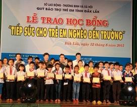 Trao 364 suất học bổng Tiếp sức đến trường cho trẻ em nghèo hiếu học