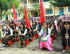 Học sinh dân tộc thiểu số hòa cùng niềm vui trong lễ khai giảng