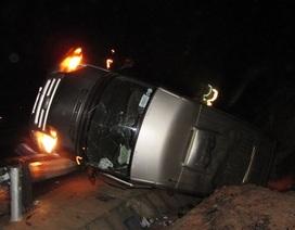 Xe khách lật nhào, 1 người chết, 3 người bị thương