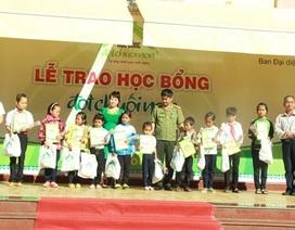 Trao 79 suất học bổng đến trẻ em nghèo hiếu học tại Đắk Lắk và Đắk Nông