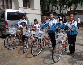 Trao hơn 300 chiếc xe đạp và xe lăn cho trẻ em có hoàn cảnh khó khăn