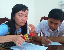 Dân gửi chai Dr.Thanh có vật thể lạ đến Chi cục Quản lý thị trường